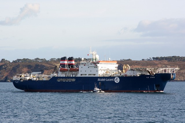 ILE D AIX LDA cable ship